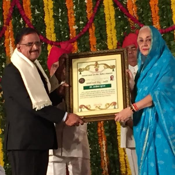 Dr. Ashok Gupta received Sawai Madho Singh award from Rajmata Padmini Singh